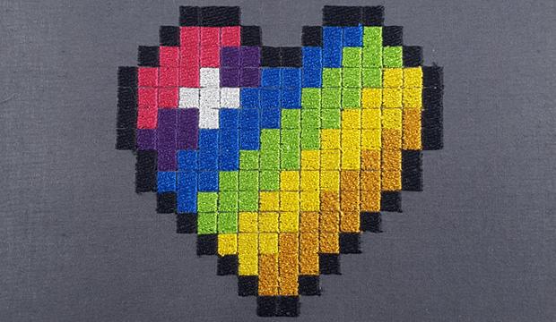 Broderie coeur pixel art